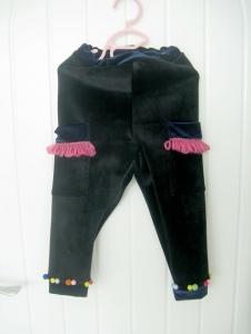 儿童运动裤一条