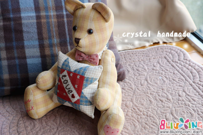 水晶手作:给我抱抱——爱心抱枕泰迪熊