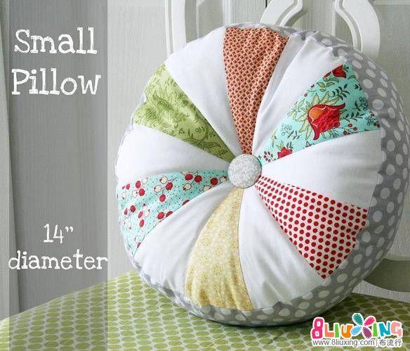 【布艺之坐垫】不同颜色的布料组合在一起做个似南瓜的坐垫,看着真不错。