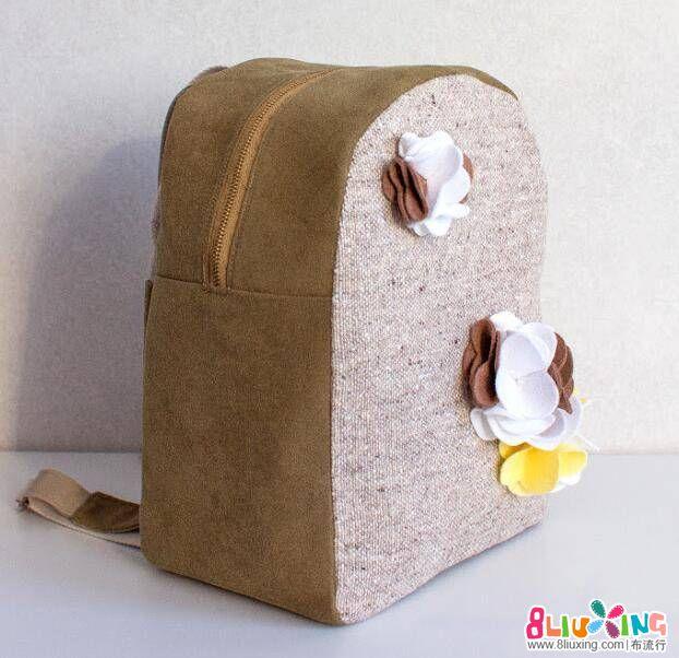 素色背包装饰些小花,还是那么好看,关键是实用