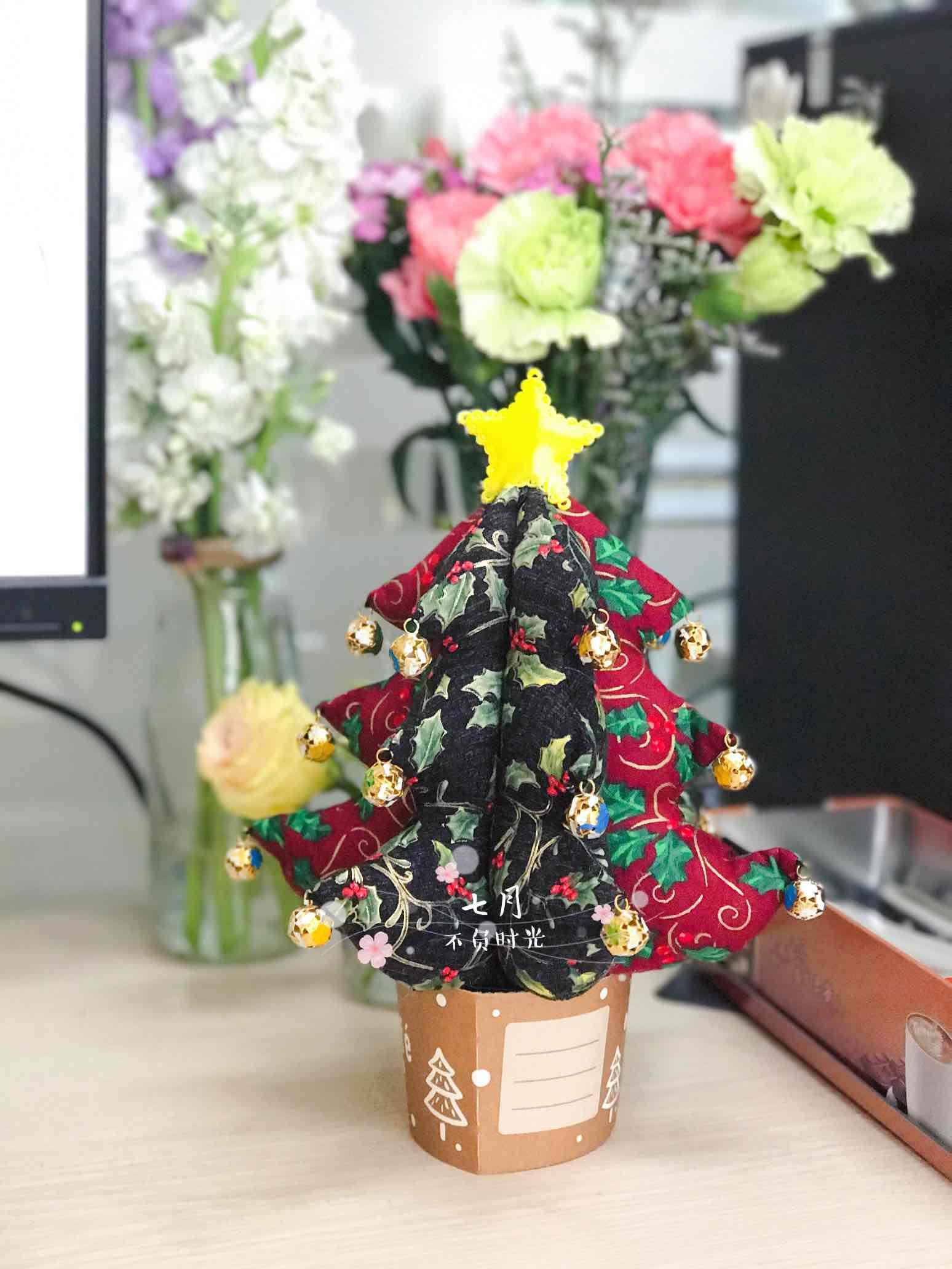 做了一颗布艺圣诞树