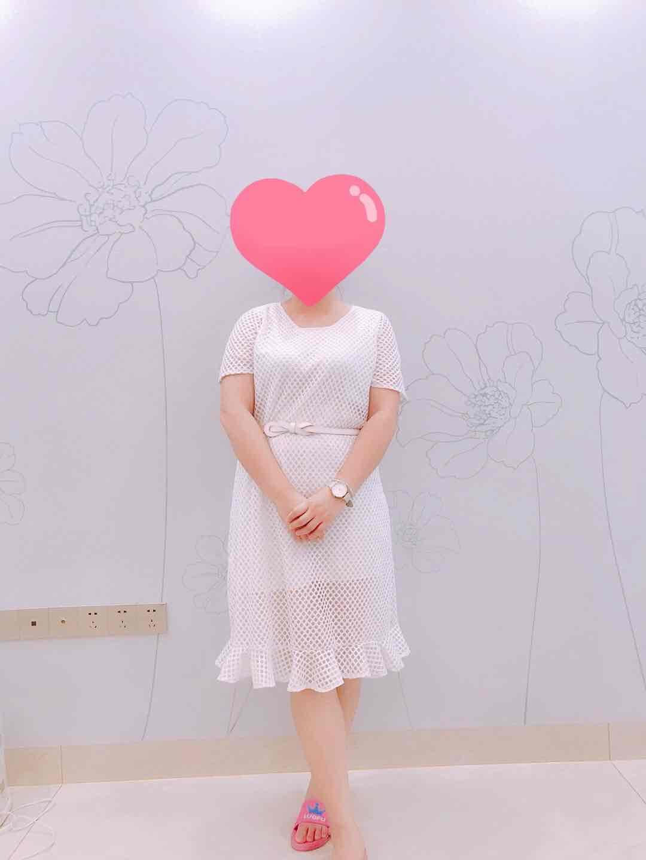 白色镂空网格连衣裙