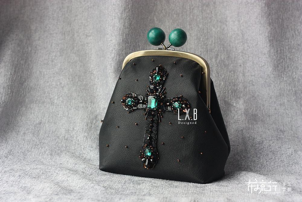 ▌L.X.B ▌法式刺绣钉珠十字架口金包