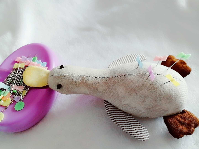 鸭嘴兽玩偶针插