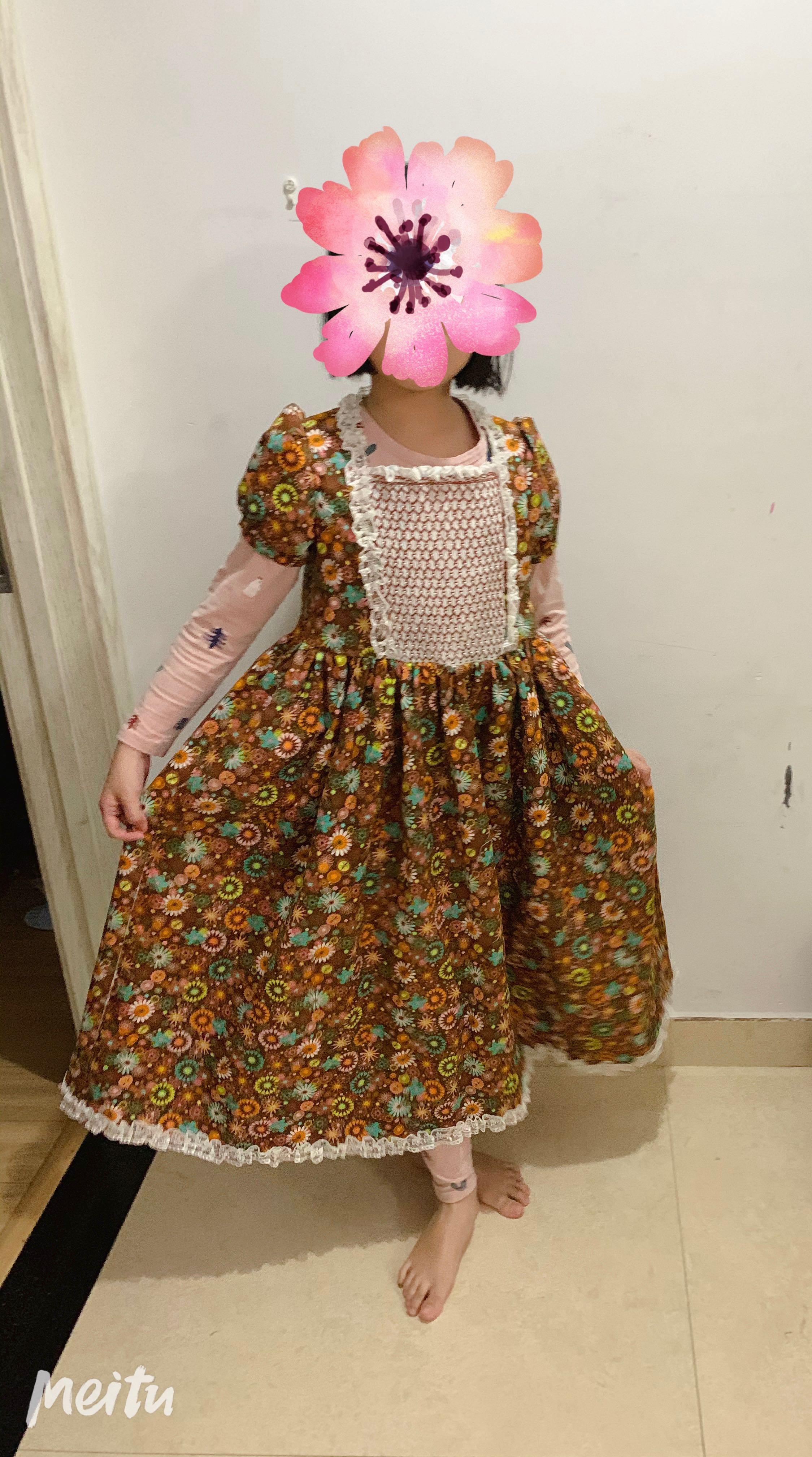 缩针绣长裙