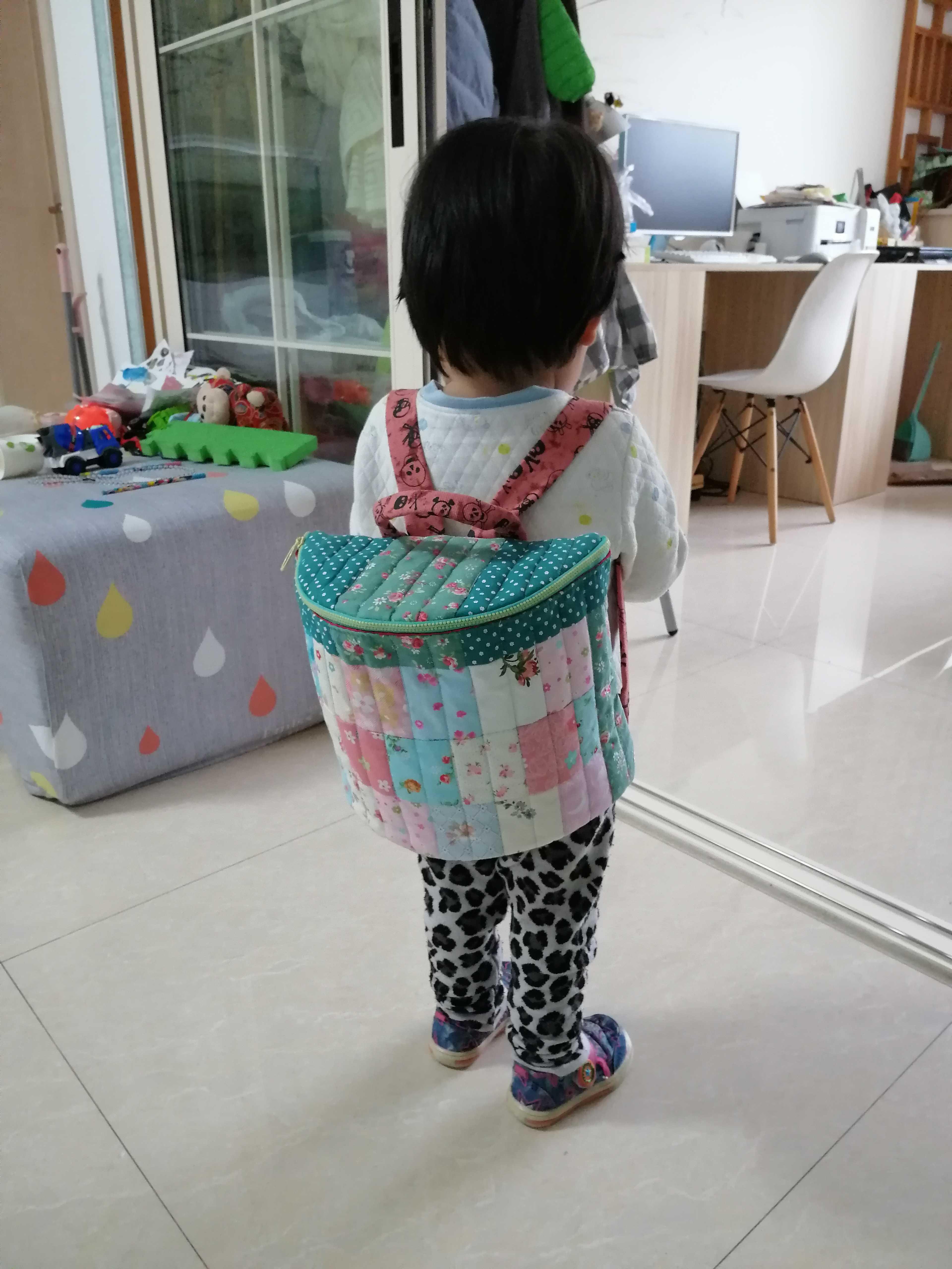 女儿的小桶包