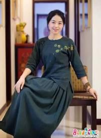 她一年四季都穿的裙子,哪里来的?--她就是刘师傅
