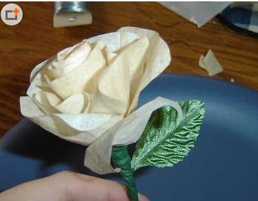 纸艺玫瑰花制作教程