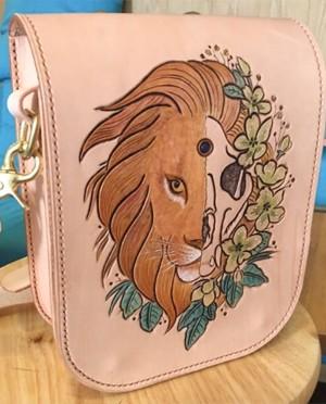 手工雕刻狮子三用腰包